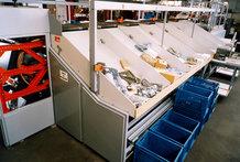 Querbandsortierer in einem Warenhaus (Energiezuführung zum Sortierer)