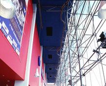 Wartungsbühne zur Instandhaltung und Reinigung der Glasfassade